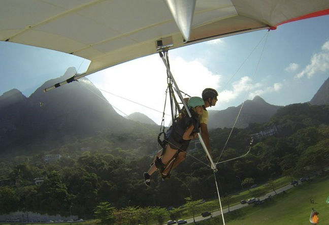 Hang gliding in Rio de Janeiro gives you the freedom to fly through the air like a bird. Find out how hang gliding works and Book Now!!!