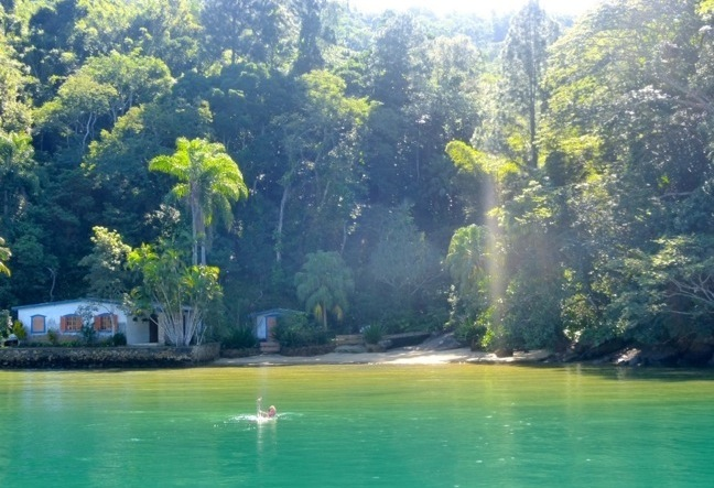 Get in a boat trip to Ilha Grande day tour and discovery the beauty of the green shore departing from Rio de Janeiro.