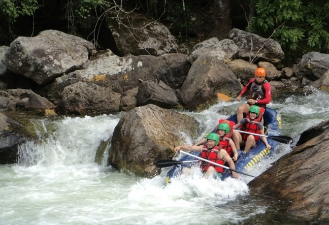You'll love white water rafting in Rio de Janeiro with us! Gorgeous scenery and fun for all. Day trips. All levels. Book now!