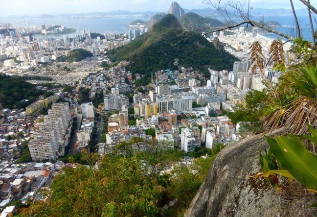 Conheça o Morro dos Cabritos de um jeito especial · Suba por uma trilha com um pequeno trecho de escalada · Agende Agora!