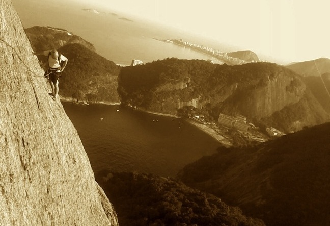 The most important and traditional climbing sector in the city is located in the neighborhood of Urca where we find Pão de Açucar, Morro da Urca and Morro da Babilônia - rock climbing - Escalada RJ