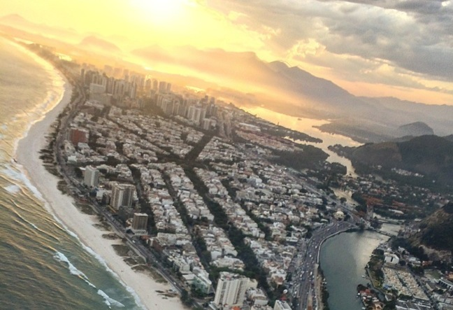 On the helicopter tour around Rio you get some spectacular views. Go in a helicopter around Rio de Janeiro is one of the more spectacular ways to experience Rio!